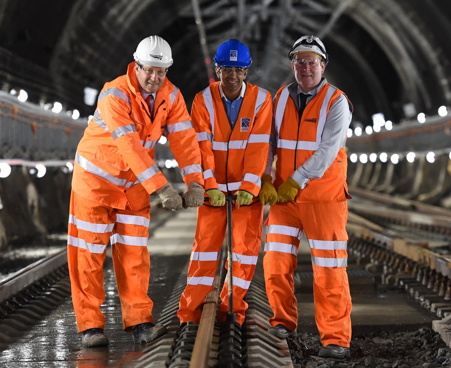 Early Glasgow Queen Street tunnel completion paves the way for electric trains