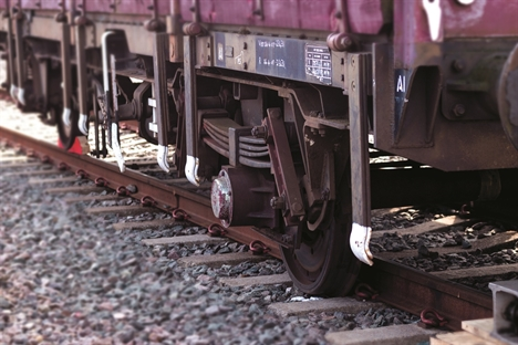 Freight derailments: a complex and cross-industry system risk