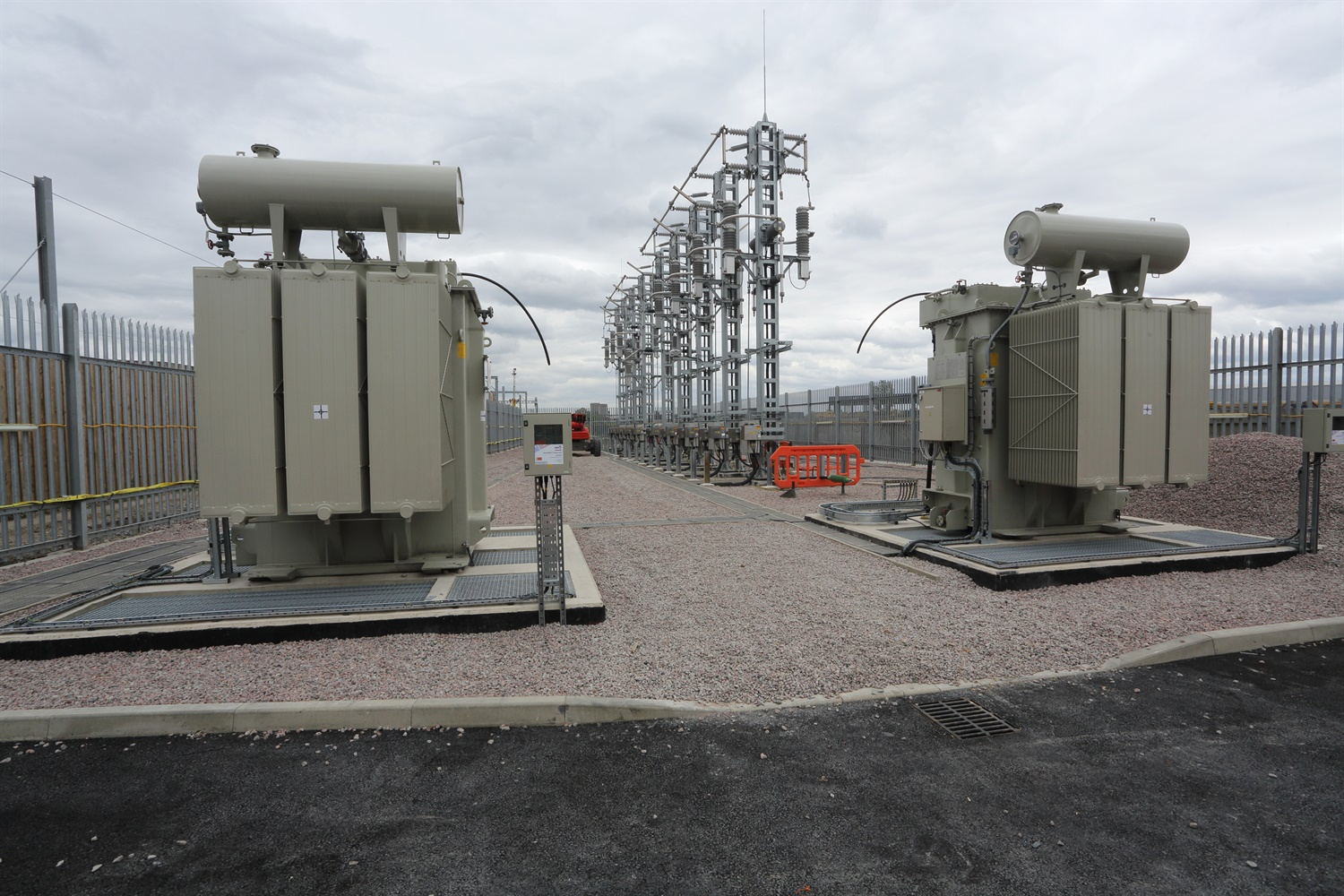 20 Auto-transformers and high voltage masts installed at Plumstead 270001