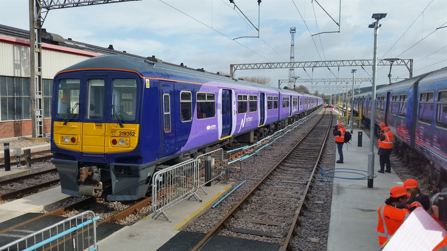 Porterbrook and Northern to develop bi-mode Class 319s