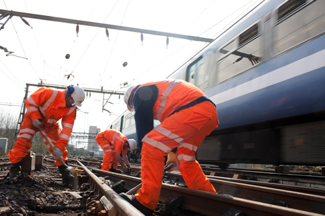 Apprentices to experience track maintenance work