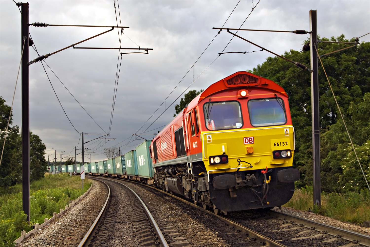 370,000 tonnes of vital supplies moved across the railway last week