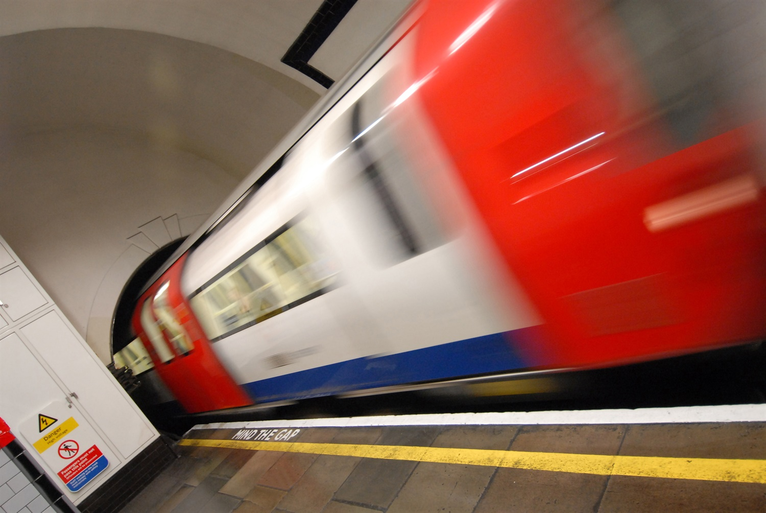 RMT opens ballot for members at Piccadilly Line workshops