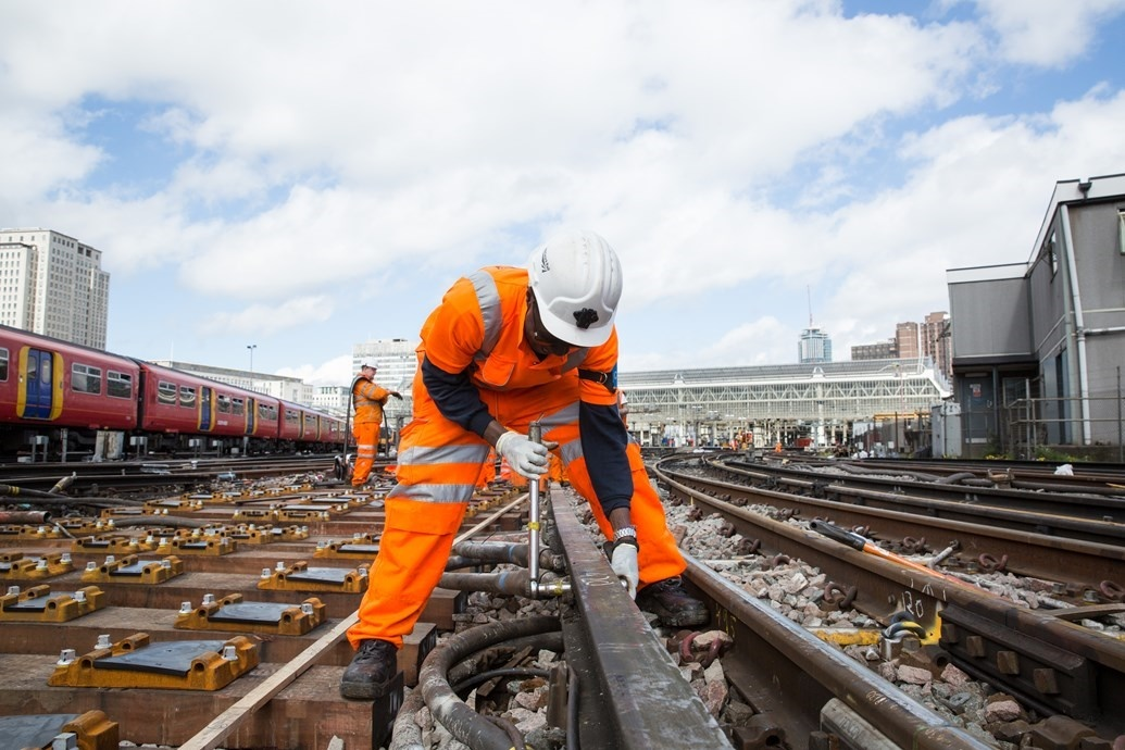 Network Rail awards £750m of major signalling contracts for CP6