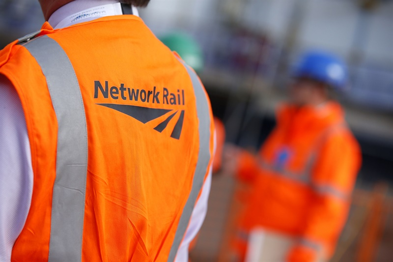 Rail unions accept Network Rail pay offer