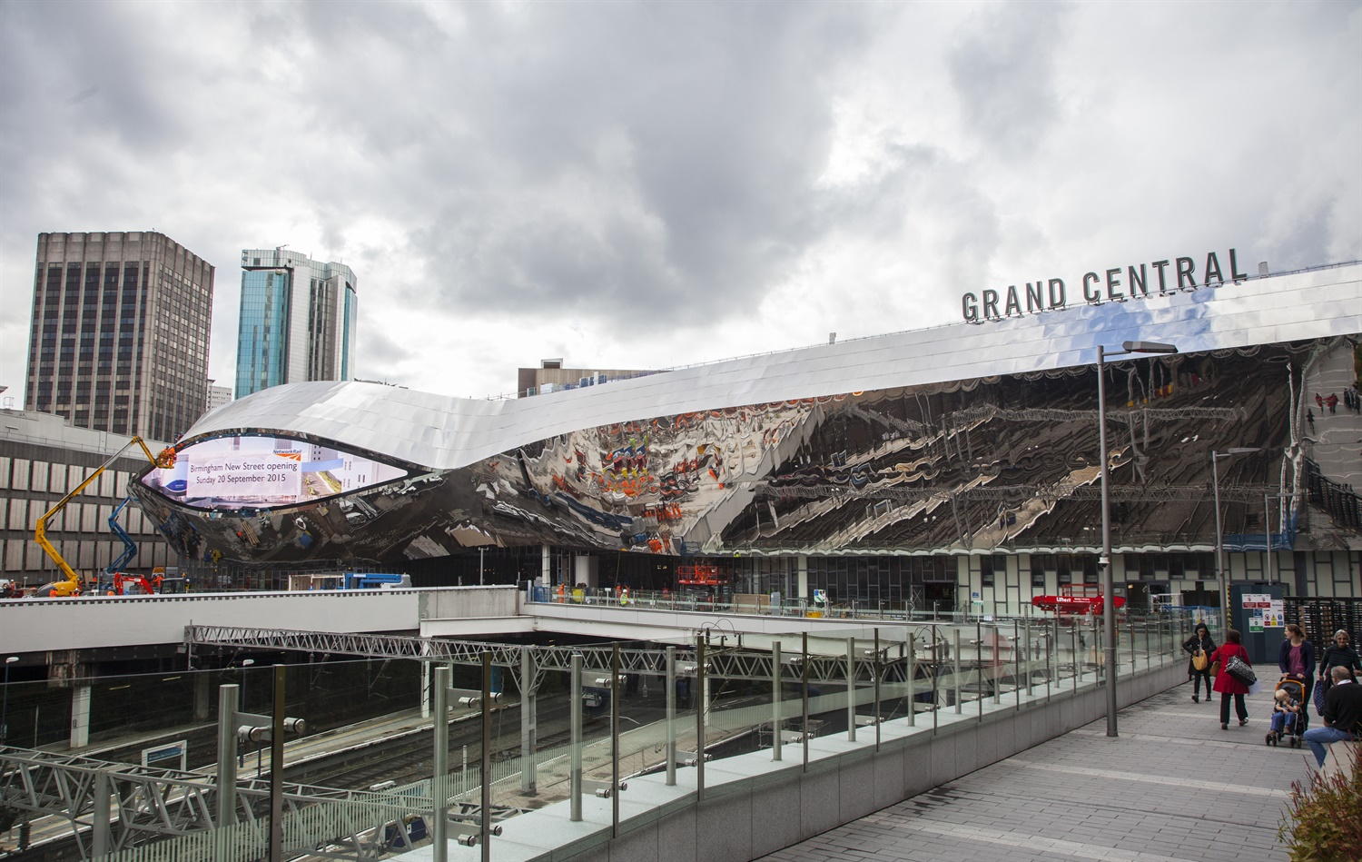 Transformed Birmingham New Street opens its doors