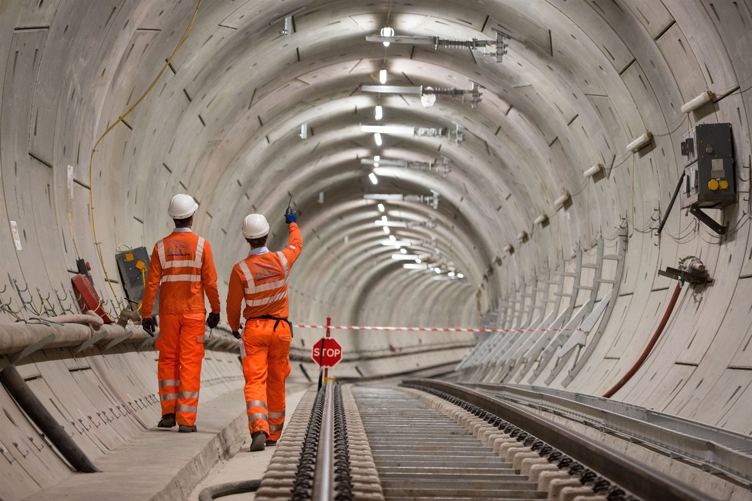 Delays to Crossrail could 'push HS2 off track'