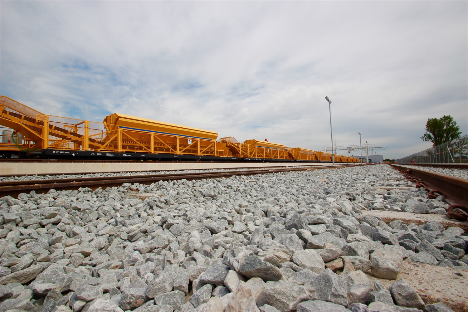 Crossrail marks the arrival of 465 metre long concreting train 202873