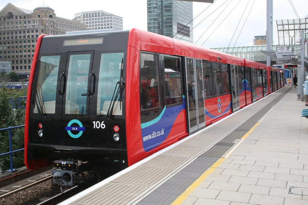 TfL opens bidding for 43 new DLR trains