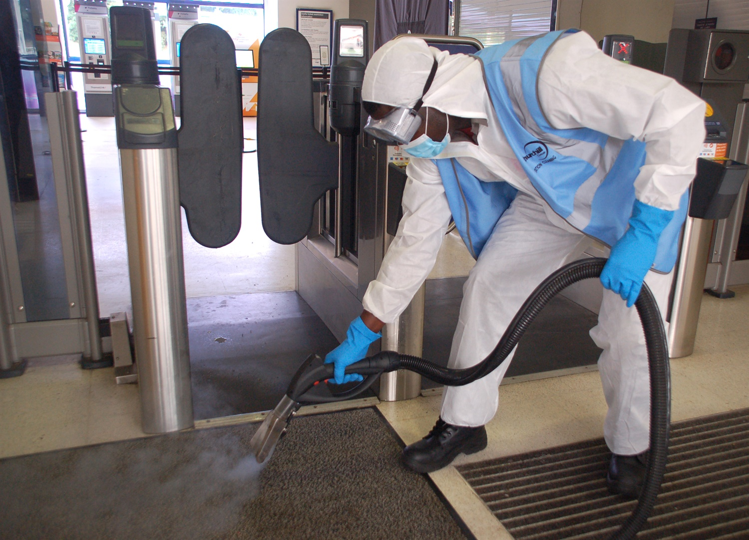 Dry steam cleaning at St Albans, Thameslink