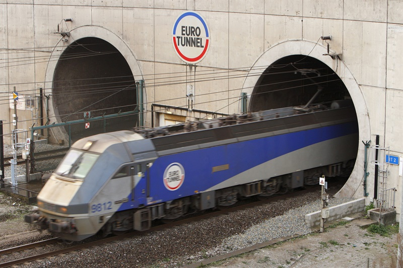 Fire and electrical problems cause Eurotunnel chaos