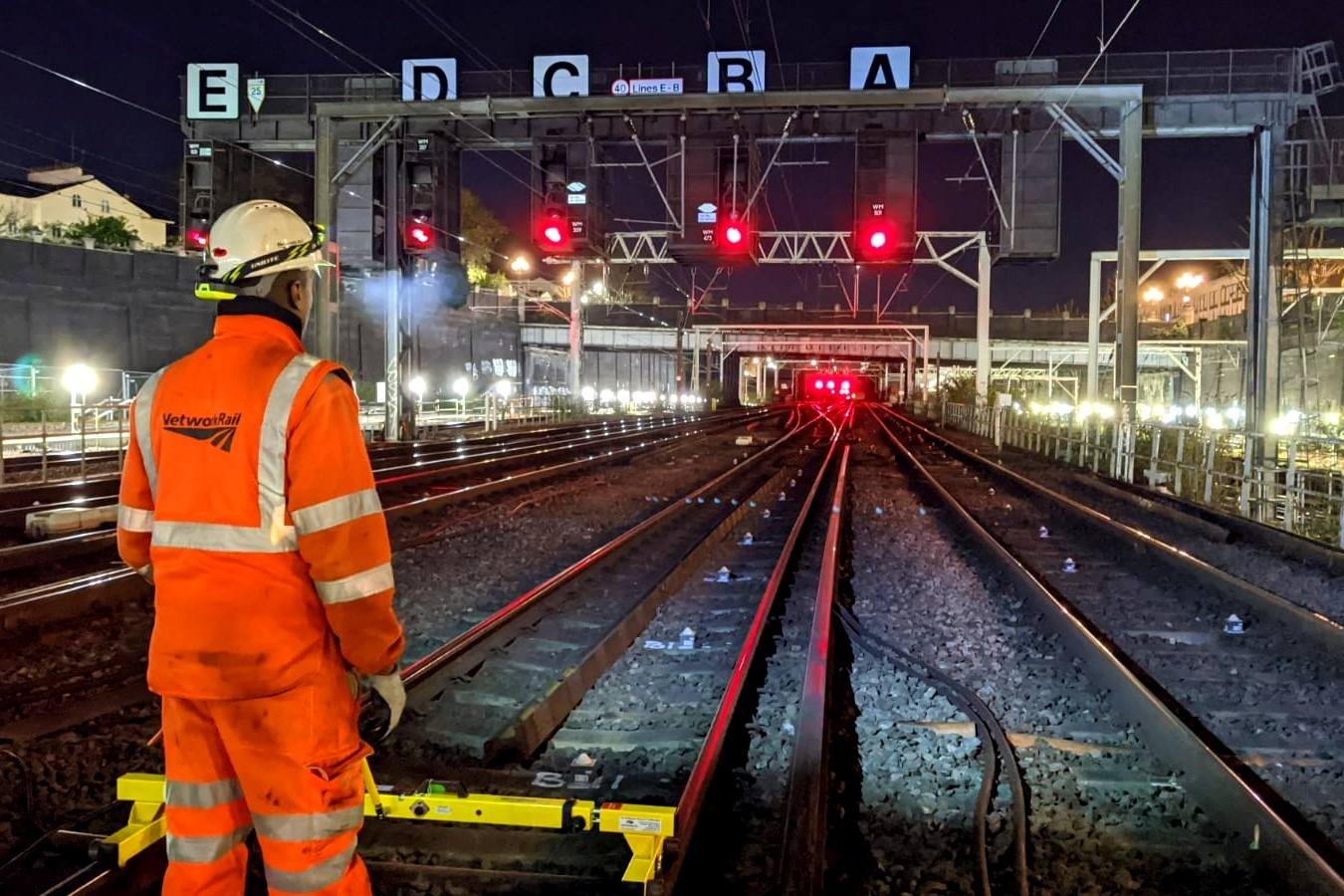 Overnight work to overhead power lines at Euston