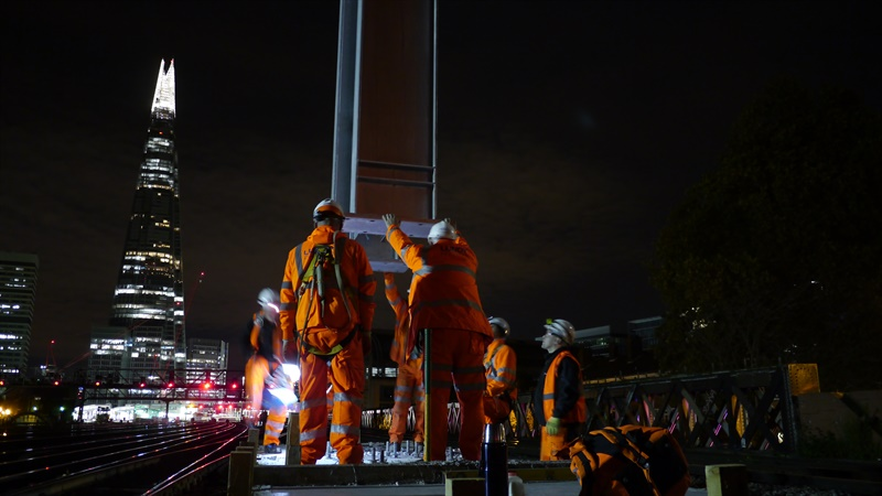 Huge signal gantry installed on the approach to London Bridge, Oct 2014