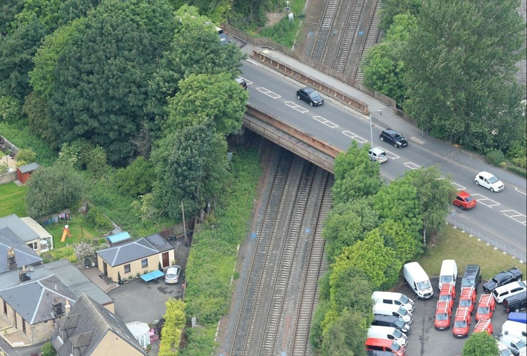 Stirling road bridge closes for Scottish electrification plans