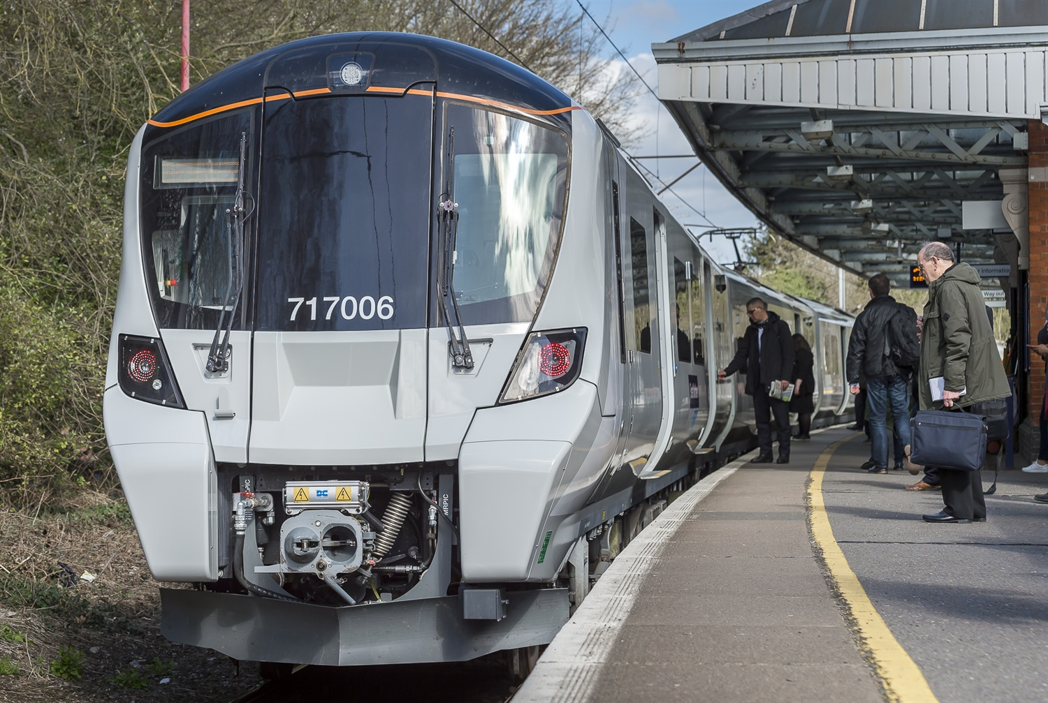 GTR replaces UK's oldest electric fleet with new £240m Class 717 trains