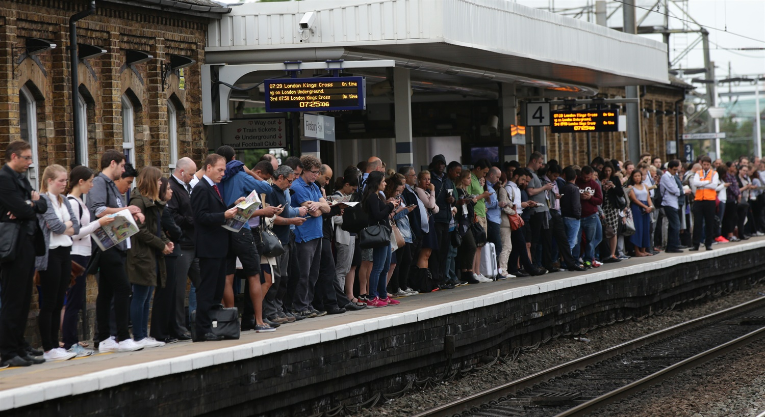 Watchdog forced to postpone closure of London Overground ticket offices after 'unprecedented and overwhelming' response