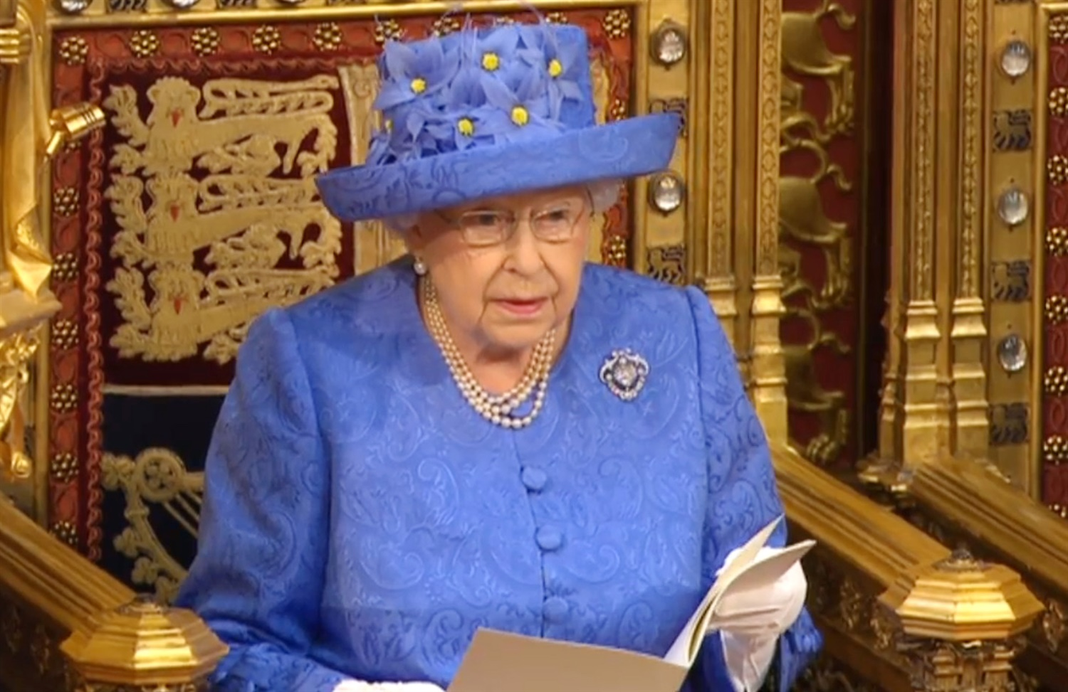 Queen confirms commitment to bring forward HS2 phase 2 bill