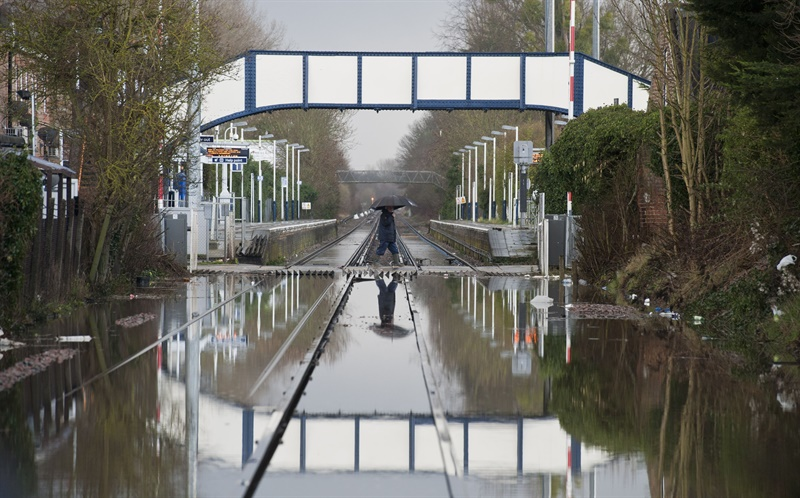 Thames Valley services face flood disruption