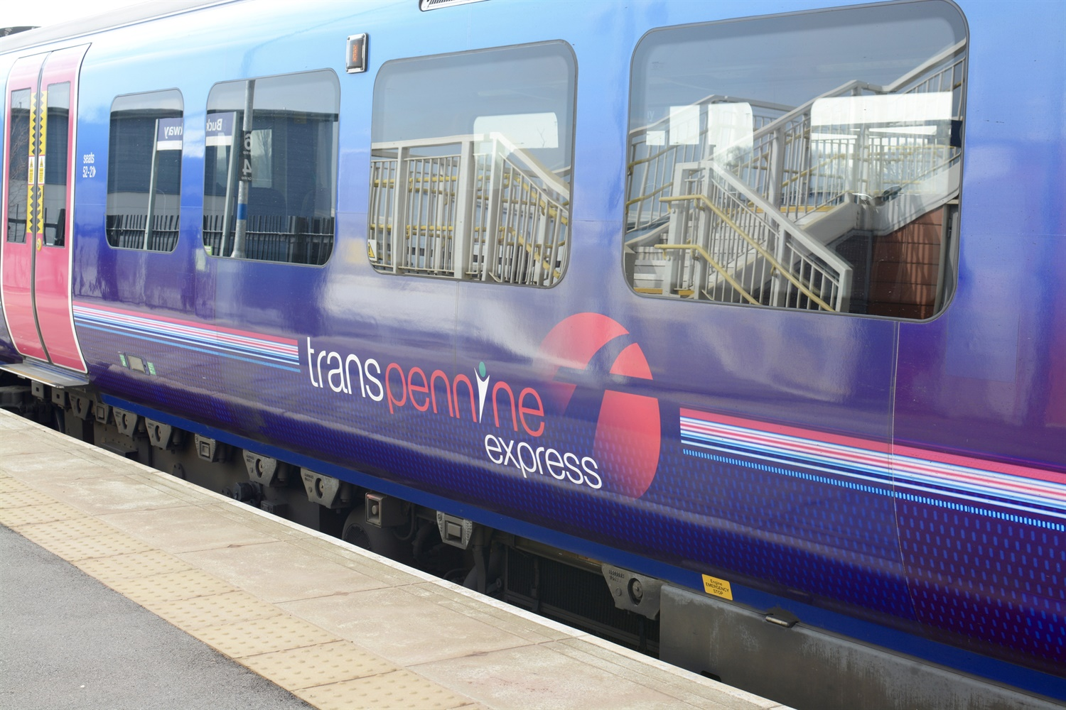 FirstGroup boss resigns after £327m loss