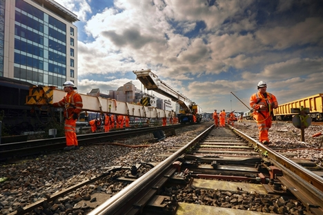Businesses meet with Grayling to discuss end to south-east rail disruption