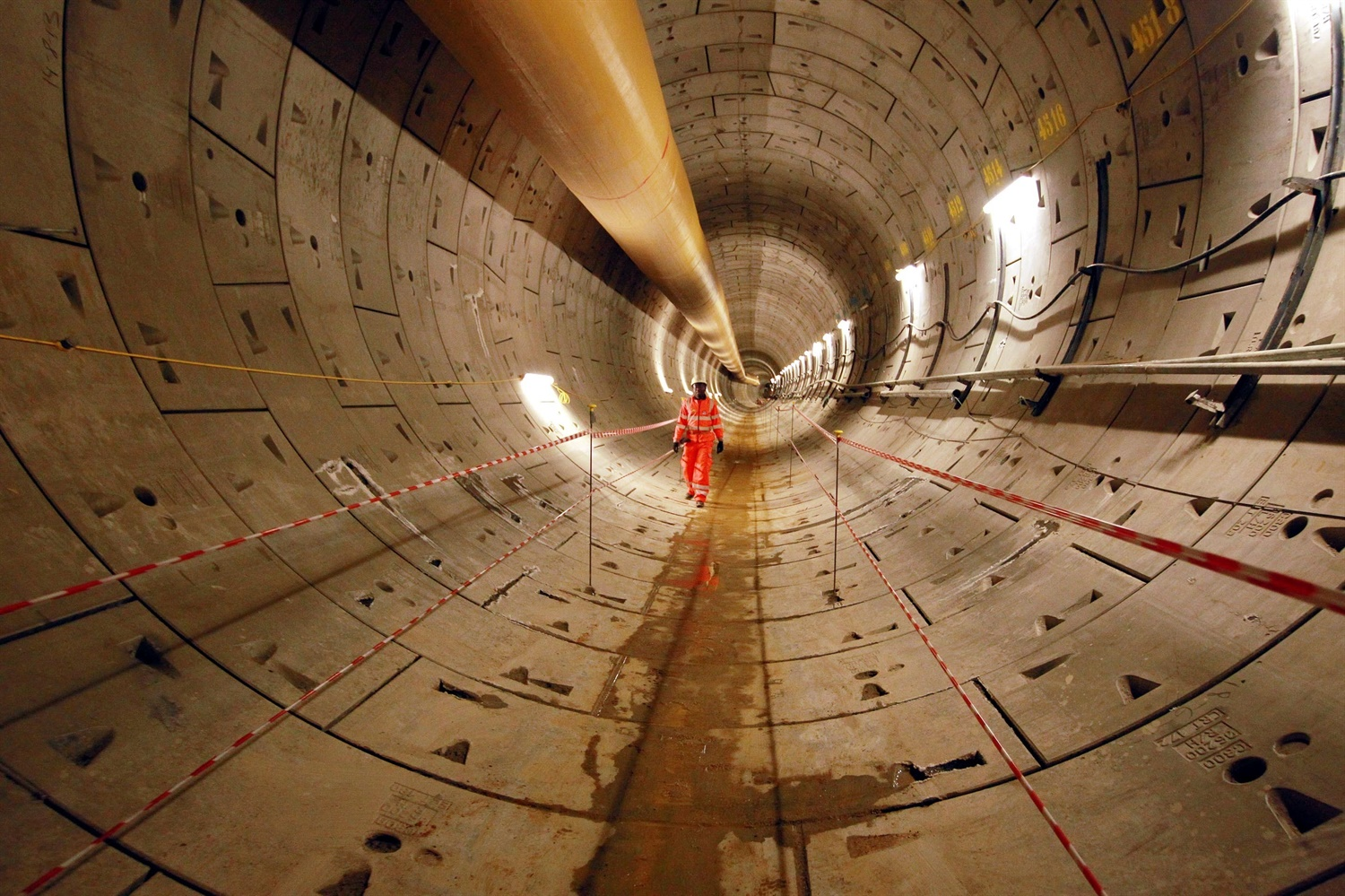 Crossrail delays to cost businesses £600m as TfL reports half a billion pound deficit