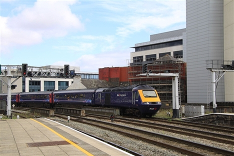 Great Western line contract extension for FirstGroup