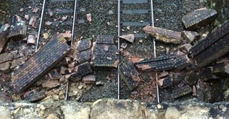 Probe into HST hitting bridge debris in Wiltshire
