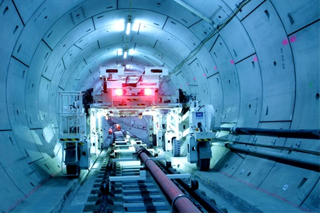 Crossrail tunnel fit-out on track